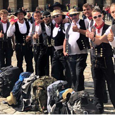 Michael Zimmermann mit 14 Dachdeckernauf Pilgertour